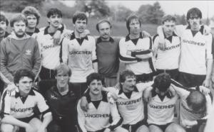 Meistermannschaft 1982 nach dem entscheidenden Spiel